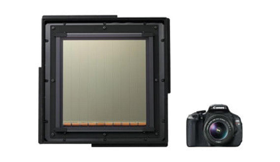 השבב הגדול – בעולם פי שלושה מגודל מצלמת EOS