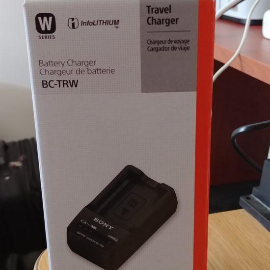 למכירה מטען בטריות חדש לגמרי מקופסה סגורה sony  BC-TRW