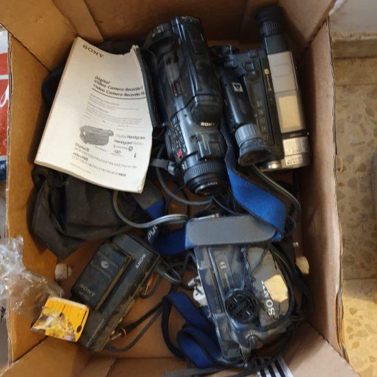 ציוד מאוד ישן למסירה בכפר סבא: מצלמות ווידאו מקרן, VCR, וטלוויזיה